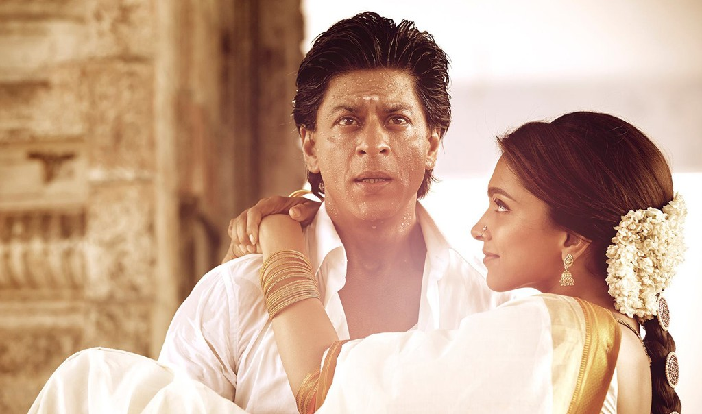 even-man-28-chennai-express-srk-deepika-lift-in-arms-lean-e1423286888159