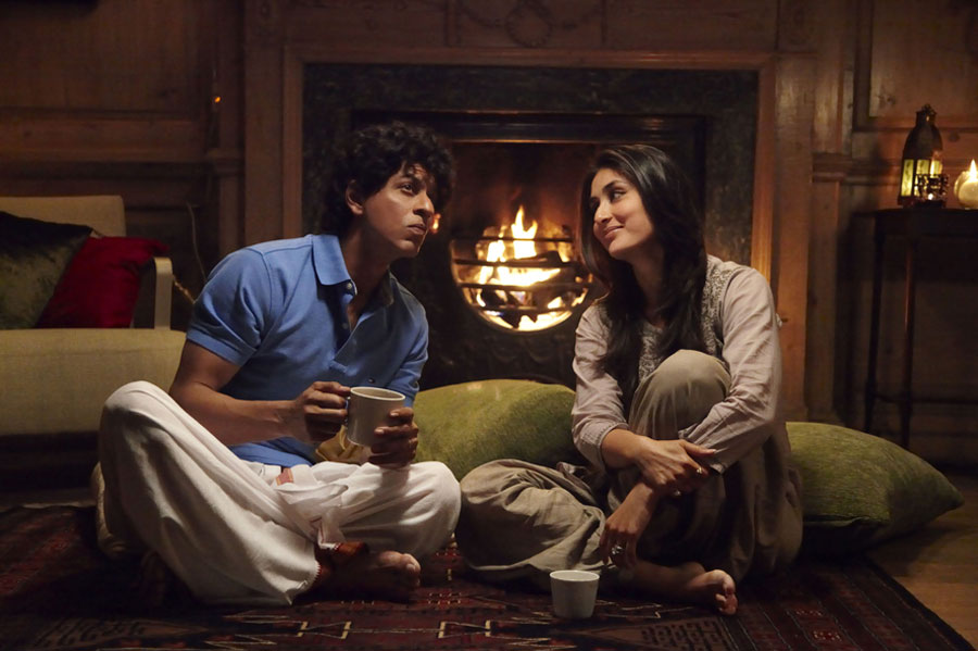 srk-kareena-ra-one-traits-3-confused-alone-together-coffee-home-couple-love