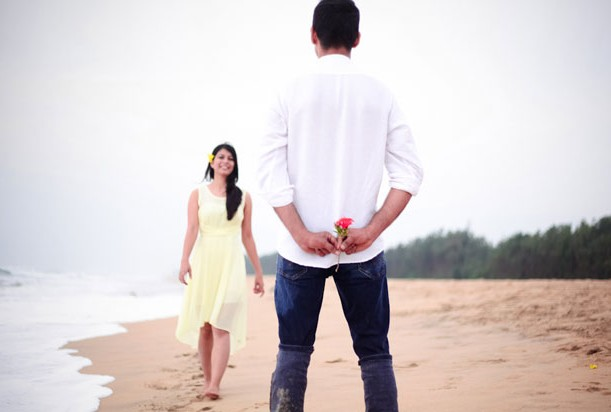 impress-featured-imjage-prewedding-photoshoot-couple-beach-e1435758997922