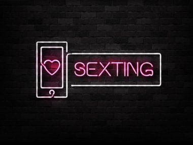 how to start sexting